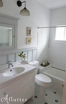 how made small bungalow bath look bigger