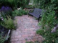 Sitzplatz Aus Alten Feld Und Mauerziegeln Garten