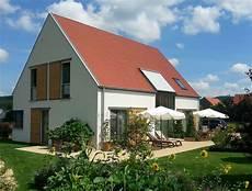 modernes holzhaus satteldach einfamilienhaus holzhaus satteldach fensterl 228 den aus holz