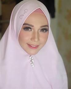 Gambar Mungkin Berisi 1 Orang Jilbab Cantik Gaya