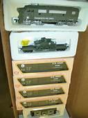 HO TRAINS MILITARY US ARMY F 3 & 5 CARS TRAIN SET