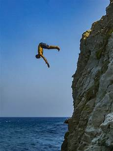 file cliff diver jpg wikipedia file santorin klippenspringen cliff diving 24005131701 jpg wikimedia commons