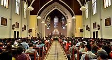 Gambar Orang Ibadah Di Gereja