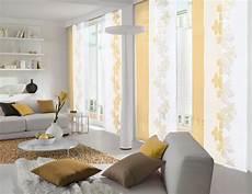 wei 223 er und gelber fl 228 chenvorhang im wohnzimmer