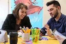 parceria busca promover lideran 231 as jovens na comunidade