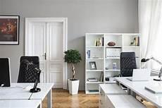 Modernes Schlafzimmer Grau Wandfarbe Hellgrau F 252 R Ein