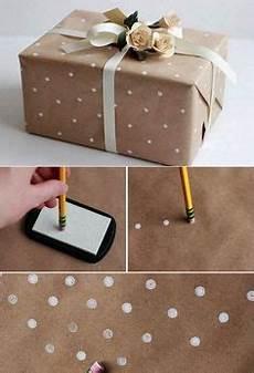 Geschenk Schön Verpacken - geschenkpapier mit wei 223 en punkten selber gestalten und