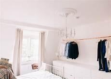 schlafzimmer kleiderständer kleiderstange statt kleiderschrank so funktioniert s