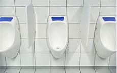 toilette ohne wasser ein pissoir ohne wassersp 252 lung so funktioniert das