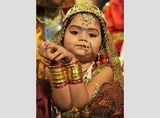 August 9 Photo Brief: Fancy Hindu dressing, Singapore?s