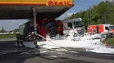 Unfall Auf Der B1 In Dortmund Tankwagen Rast In Shell