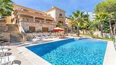 mediterrane villa mit pool in zentraler lage
