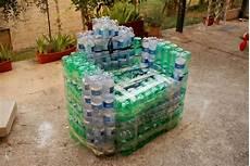 riciclare bicchieri di plastica riciclo poltrona con bottiglie di plastica