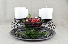 adventskranz in elegantem schwarz kerzenhalter kerzenteller