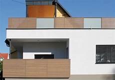 balkongeländer holz modern terrassengel 228 nder balkongel 228 nder balkongel 228 nder aus l 228 rchenholz