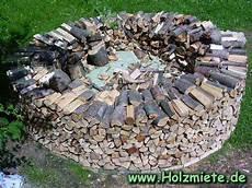 holz stapeln bauanleitung einer scheitholz miete holz traditionell lagern