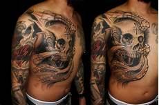 Tattoos Männer Schulter - shoulder biomechanical chest skull by javier