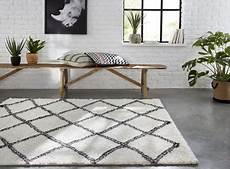 tapis tribal losanges blancs 150 x 200 cm castorama