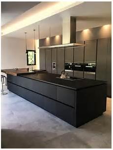 cuisine contemporaine design cuisine en fenix contemporaine avec 238 lot noir dans