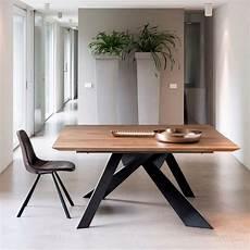pieds de table design table design carr 233 e en bois massif avec pieds en m 233 tal