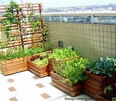beet für balkon blumenkastenhalterung pflanztrog gartenideen balkon