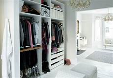 offener kleiderschrank weiß walk in closet plan 50 dressing chic furnishings