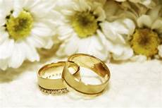 getting those wedding rings and flowers pictures easy weddings uk