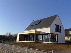 satteldach haus modern fassadengestaltung einfamilienhaus modern satteldach