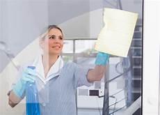 fenster putzen ohne schlieren fenster putzen reinigungstricks de