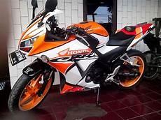 Modifikasi Spakbor Belakang Cbr150r by Modifikasi Honda Cbr 150r Quot Der Oranje Quot Semakin Berbeda