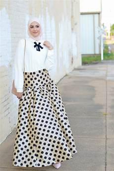 til dan percaya diri dengan gaun pesta muslim