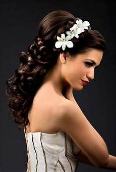 Flowered Hair Wedding Style the best ideas for your trendy bridal hairstyle