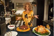 singer kelis has hot numbers for holidays with cooking