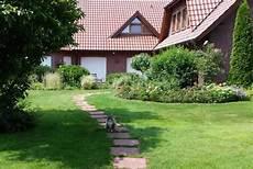 Ein Gartenhaus Als Partyhaus Mit Billardtisch Und Theke
