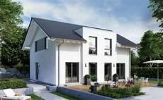 flachdach oder satteldach schw 246 rerhaus modernes fertighaus mit flachdachgaube in