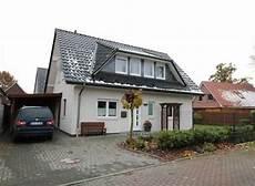 Satteldachhaus Mit Gaube Weiss Verputzt Anthrazit Dach