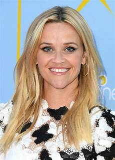 reese witherspoon s long bob haircut reese witherspoon s hairstyles instyle com