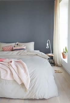 Ein H 252 Bsches Blau Grau Als Wandfarbe Im Schlafzimmer Www