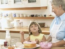 in cucina con i bambini in cucina con i nonni bambini e ricette donna moderna