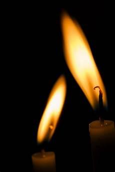 immagini candele accese due candele accese scaricare foto gratis