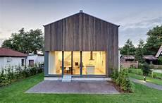 Neubau Eines Ferienhauses Mit Holzfassade Und Hellem