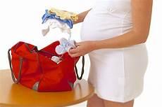 cosa portare in ospedale per parto parto cosa portare in ospedale per s 233 e per il bimbo