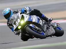 course de moto moto de course sur piste paca moto scooter marseille