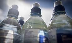 acqua in bottiglia o rubinetto acqua di rubinetto e minerale quali caratteristiche