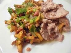 pfifferlinge zubereiten pfanne k 252 chentheater pfifferlinge mit prasselfleisch