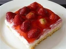 erdbeer schmand kuchen erdbeer schmand kuchen blech appetitlich foto f 252 r sie