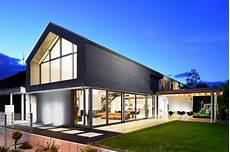 Haus Mit Glasfassade - moderenes haus mit sichtbeton glasfassade und grauen