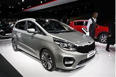 Kia Carens Un Restylage Pour Le Mondial De L Automobile