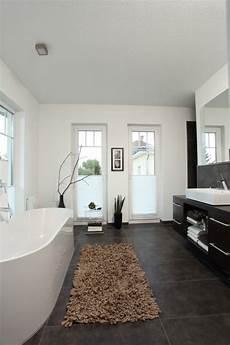fliesen badezimmer bilder bad mit bodentiefen fenstern badezimmer design wohnung