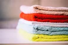 wäsche weich bekommen ohne weichspüler so werden harte handt 252 cher wieder flauschig stylebook